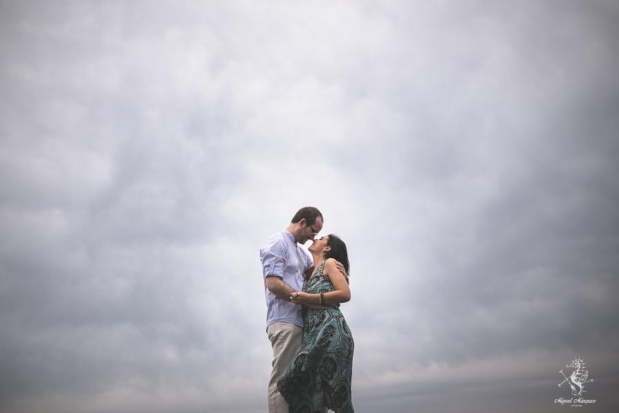 Preboda en Málaga, una tarde nublada, paseando por las nubes, Fotógrafo Miguel márquez