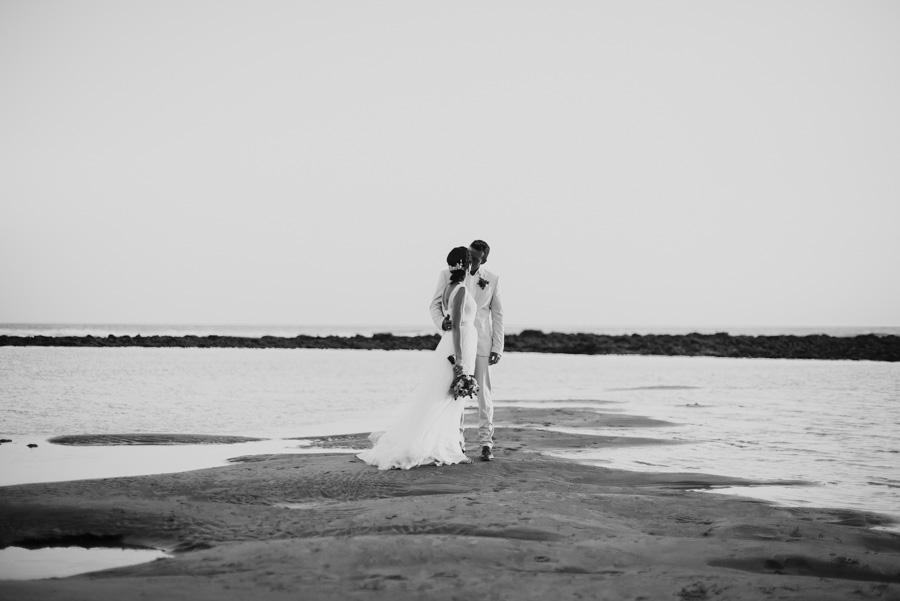 boda playa de zahora. miguel marquez fotografo de bodas en la playa